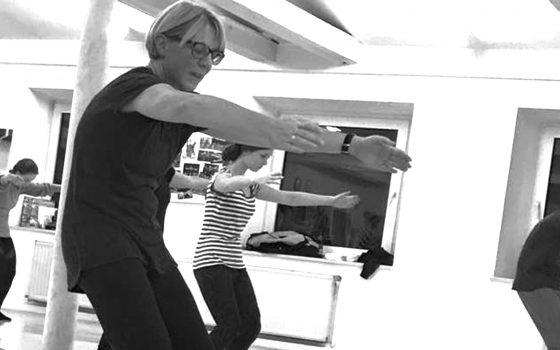 Probeunterricht im Juli: Modern Dance für Einsteiger